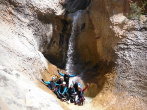 barranquismo_descenso_de_barrancos_pirineos_sierra_de_guara_mascun_superior_cascada_peña_guara